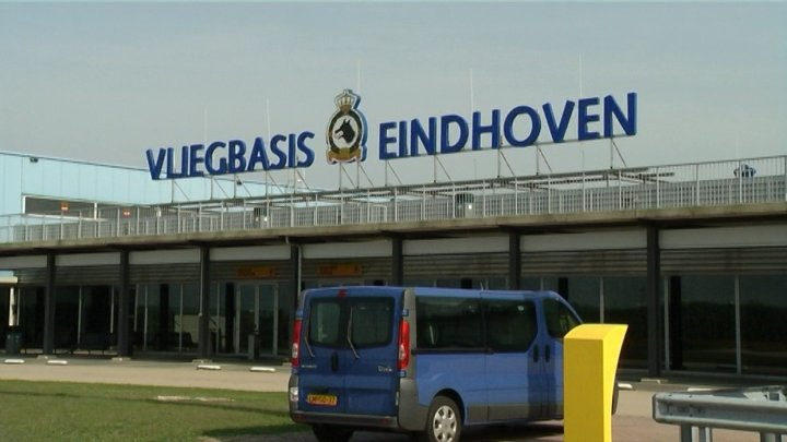 Commandant vliegbasis Eindhoven wordt opgevolgd door echtgenoot