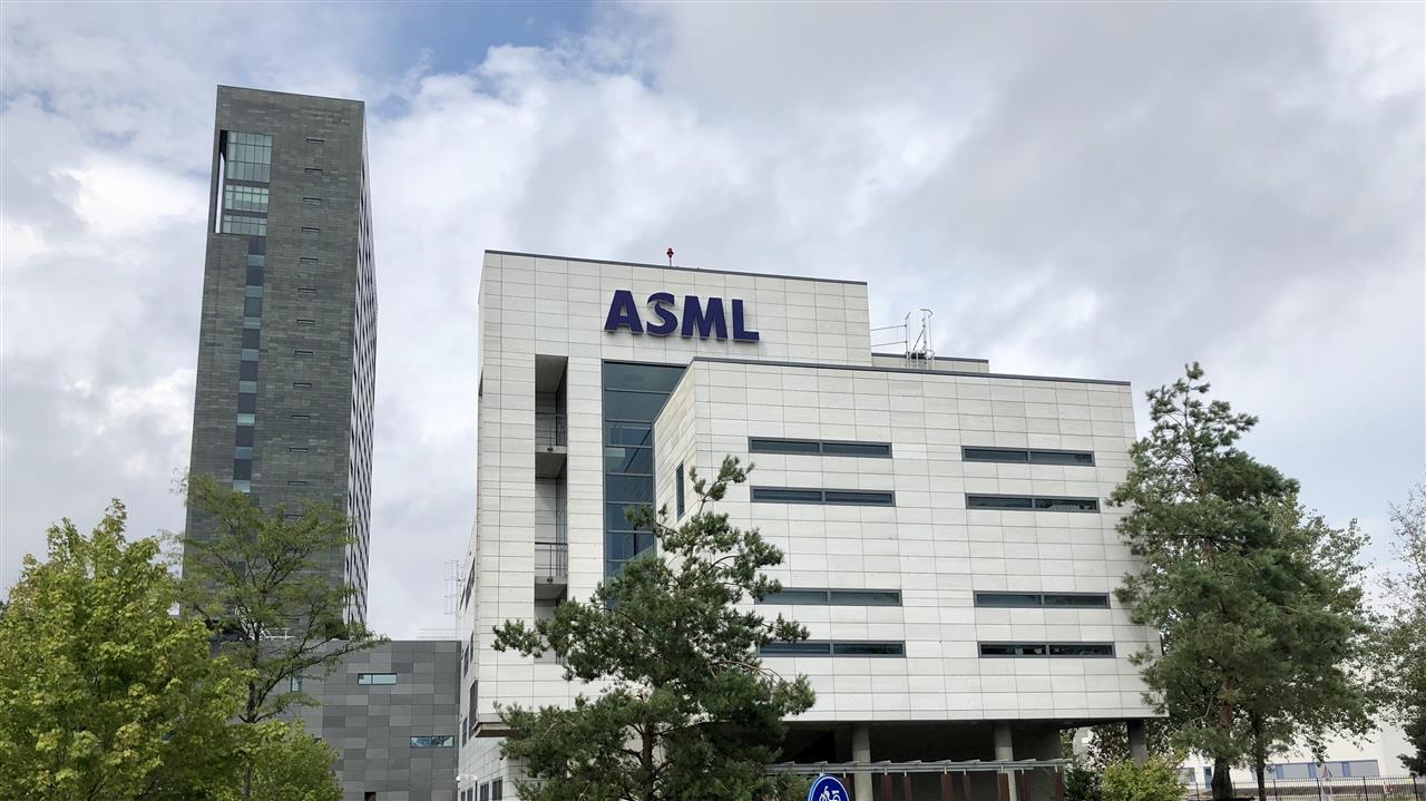 ASML overweegt eigen bedrijfs-cao en FNV buitenspel te zetten