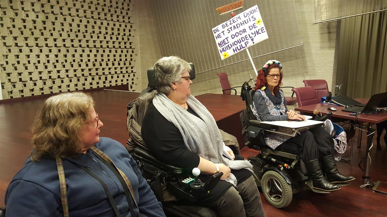 Eindhovense ouderen en invaliden boos op gemeente: 'Asociaal beleid, ze laten ons in de kou staan'